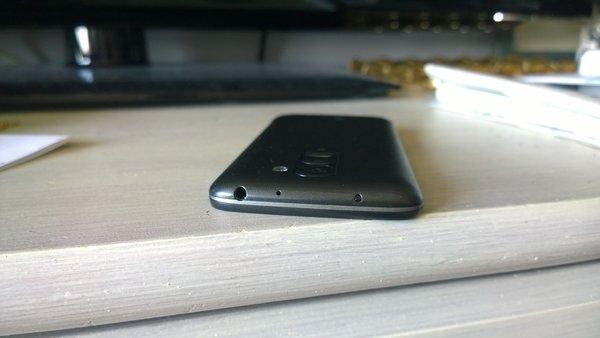 LG G2 Mini top