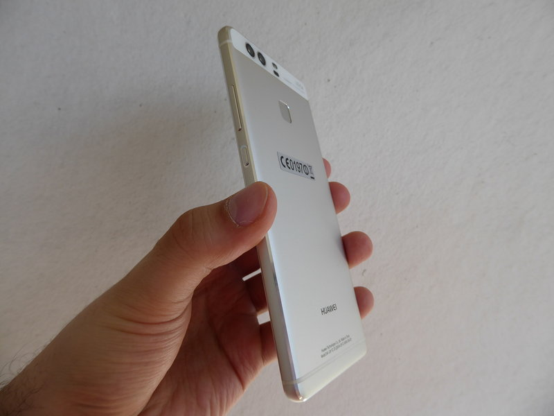 Huawei P9 - sivulta