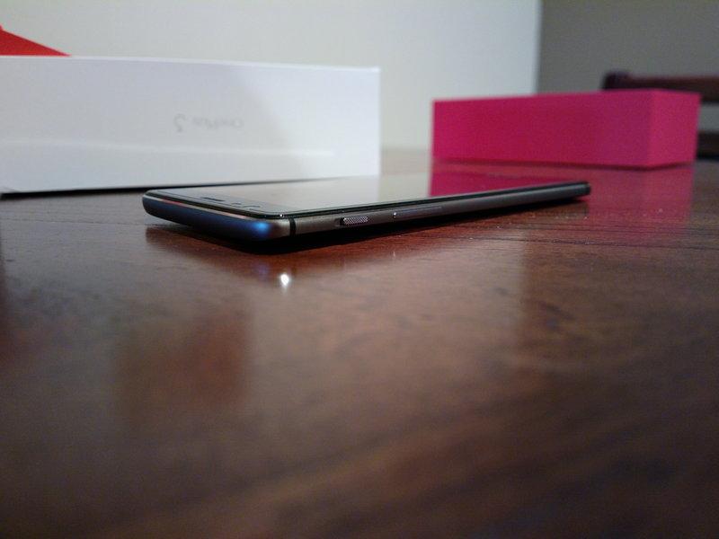 OnePlus 3 - muotoilu