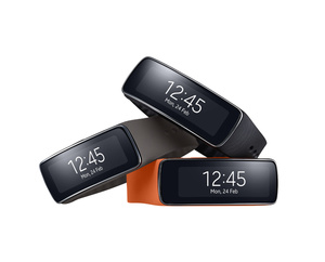 Testiss� Samsung Gear Fit: �lykello vai fitness-ranneke?
