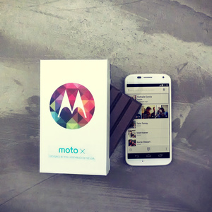 Moto X Android 4.4 update now rolling out to T-Mobile, AT&T