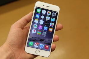 Arvostelu: Apple iPhone 6 - Applen pieni suuri puhelin