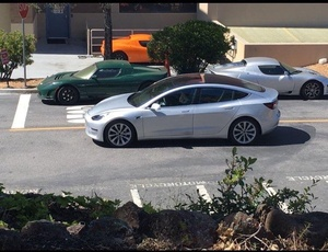 Teslan tulevaa massoille tarkoitettu mallia bongattu teillä